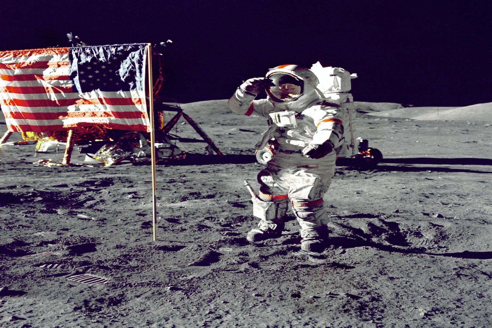Luna allunaggio teorie complottiste e politica